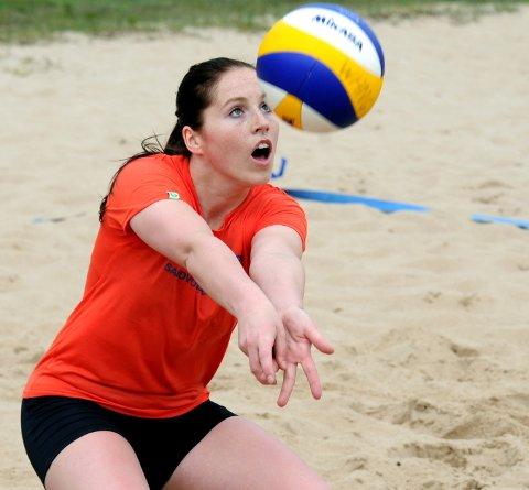 Ny verdensrekord: Sandvolleyball i 26 timer og fem minutter lyder den nye verdensrekorden på. Ane Spurkeland er en av fire jenter som deltok i rekordforsøket. arkivfoto: Geir a. carlsson