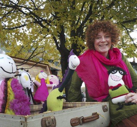 Lene Noss Ditmansen er reisende i kosedyr og har spesialisert seg på å sy barns egne tegninger. Nå vil hun sy din figur.