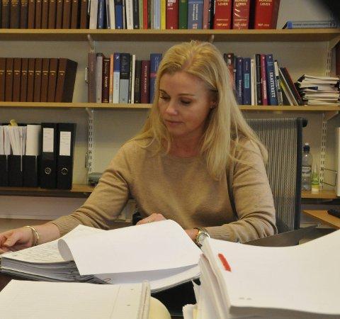 Kritisk: Advokat Ann-Iren Skjelbred mener at både påtalemyndigheten og retten bør vurdere å bruke elektronisk kontaktforbud mot en Sandefjord-mann som er dømt for drapstrusler mot eksen.Foto: Sigurd Øie