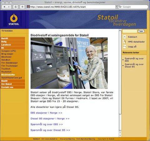 MILJØVERNMINISTER: Miljøvernminister Helen Bjørnøy (SV) er avbildet foran en av Statoils biobensinpumper på Statoils egne hjemmesider. FAKSIMILE: STATOILS NETTSIDE