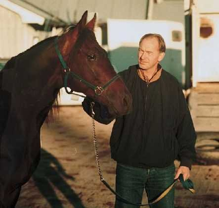 LEDER:  Djengis Attack, her med sin eier Geir Pedersen, holder så langt teten i kampen om Gjengangerens seiersdekken. ARKIVFOTO