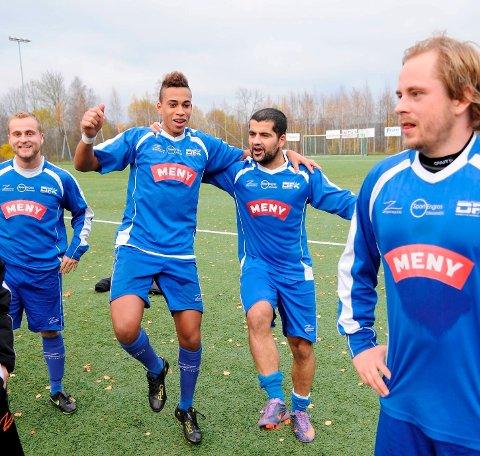 Nicolai Njie, Mehran Mawlodi og Thomas Backe gleder seg over å beholde plassen i 3. divisjon.