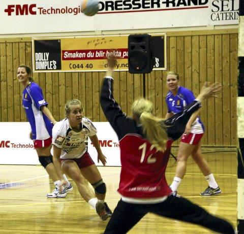 Kom til kort: Martine Hovden og FBK tapte toppkampen mot Skrim Begge FOTO: Kristin engløkken