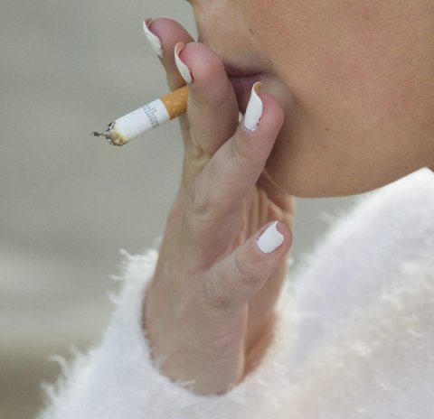 Det ryker: Det er en stund igjen før Ås videregående er tobakksfri.
