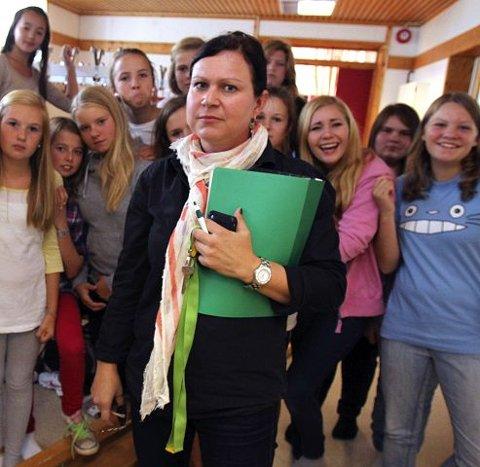 Gymlærer Marianne Broch og elever fortalte om dårlig inneklima på Hoppern i september.