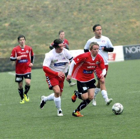 Jonas Johansen (foran) ble stemt frem i fjor, og har nest flest nominasjoner i år. Men Mats Grinvoll fra TFK har tatt opp jakten om en plass på Folkets Lag.
