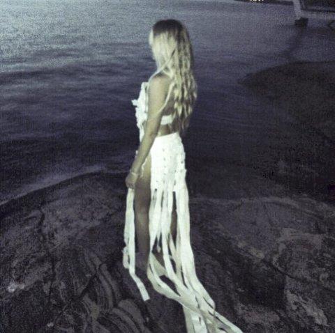 LERRET: Mye tyder på at denne kjolen vil vekke en viss oppsikt i Vancouver. Kjolen er laget i lerretsstoff og krever utvilsomt sin kvinne. FOTO: PRIVAT