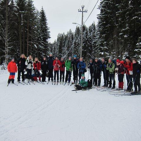 TØFF TUR:  18 elever og to lørere fra Kråkstad har vært på Østmarkas tak. ALLE FOTO: Privat