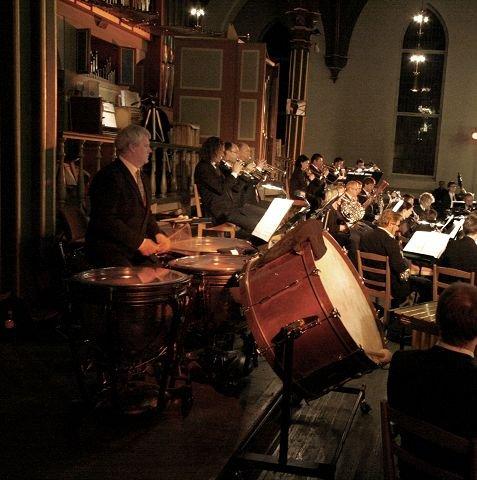 FØRSTE GANG Domorganist Dan René Dahl fremførte orgelkonserten Frank Nordensten har tilegnet ham, sammen med Det Norske Blåseensemble under ledelse av Tore Erik Mohn torsdag kveld. Foto: Svein Kristiansen