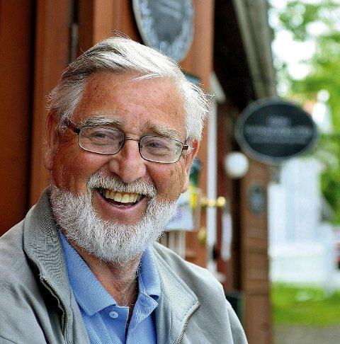 I solveggen: En stille stund i solveggen i Son. Sommeren kom tidlig i år, konstaterer Birger Hekkelstrand.