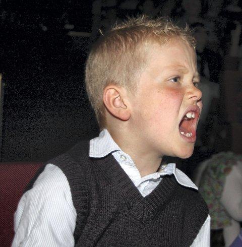 Edward Lund (7) synger «Fairytale» for full hals.<B><I><U></B></U></I>