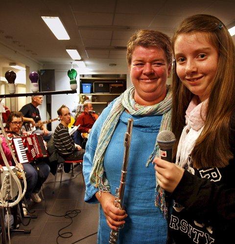 Moss og Omegn Janitsjar og Samspillbandet holder konsert i Østfoldkirken søndag. Hege Braathen fra janitsjaren og datteren Helle i Samspillbandet gleder seg. Foto: Geir Hansen