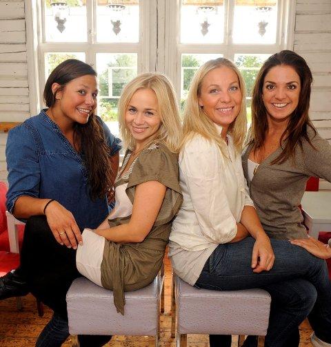 Fra venstre: Dorina Marie Iversen , Dagrun Anholt ,Janne Formoe og Cornelia Børnick. ¬ Juleshow i Verdensteateret.