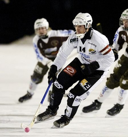 Kjetil Johansen og Solberg spiller tredje NM-semifinale mot Høvik på Solbergbanen i kveld.