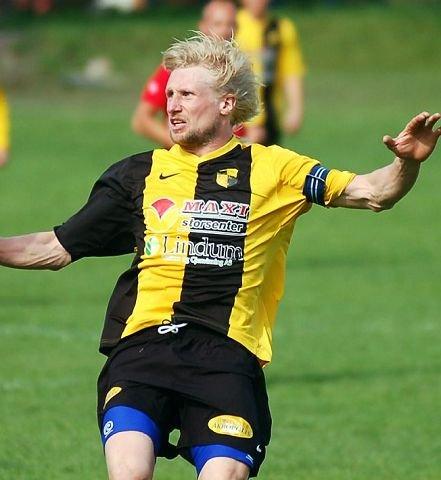 MÅLFARLIG. Lars Christian Stokka scoret tre av Åskollens seks mål og ødela spenningen i kampen.