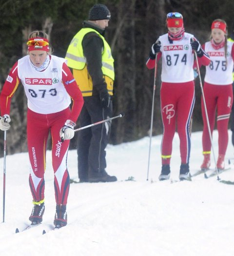 Ikke renn:  Marthe Klausen (t.v.) i aksjon i Konnerudrennet i fjor. Hun var da en av rundt 2000 langrennsløpere som deltok i skifesten. I år er det avlyst. FOTO: LARS-PETTER DÆHLIN ENGESMO