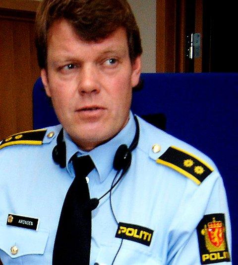 Operasjonsleder Petter Aronsen i Vestfold politidistrikt forklarer hvorfor det var vanskelig å avlive katten på andre måter.