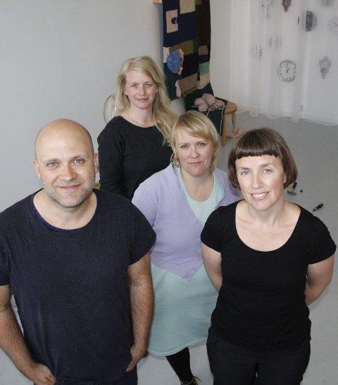 Stiller ut: Fra v.: John K. Raustein, Synnøve Øien, Ann Kristin Aas og Ingrunn Myrland.