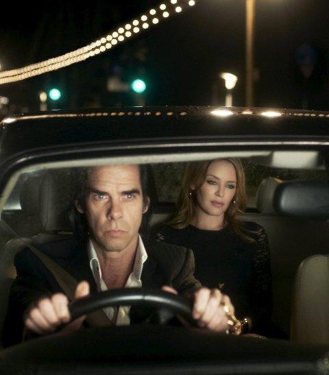 Nick Cave samtaler med Kylie Minogue på biltur.