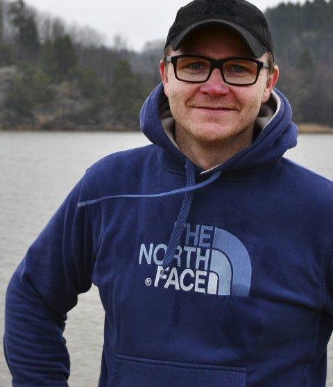 SATSER STORT: Knut Egelands lidenskap er å arrangere idretts-eventer. Han har store ambisjoner for triatlonmiljøet i Fredrikstad.