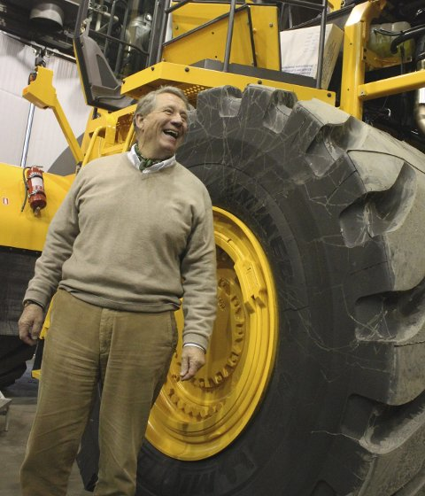 Håper på samferdsel: Administrerende direktør i Volvo Maskin på Kolbotn, Jon Vislie håper et regjeringsskifte vil gi bedre veier til hans maskiner. FOTO: MARTE TØNNESEN