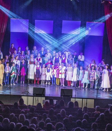 Fargespill: I april ble Fargespill satt opp i Ås kulturhus, med 70 barn og unge på scenen. Nå skal 20 av dem opptre i et nasjonalt Fargespill som inngår i feiringen av grunnlovsjubileet.