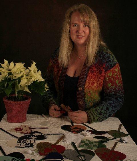 Beate Lindseth lærte å flette julekurver som barn. Søndag 11. desember kan du lære av henne.