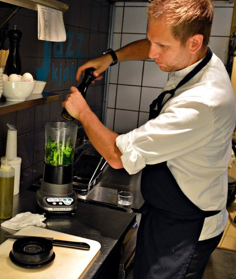 Ståle Knudsen, kjøkkensjef på Jonas B. Gundersen viser hvordan å lage enkel og sunn mat for en hel uke.