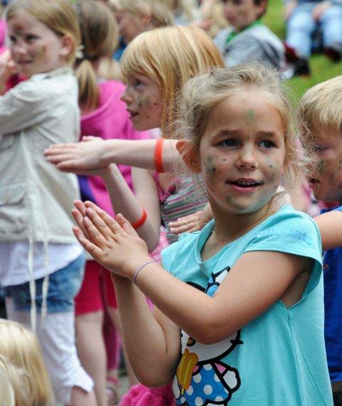 Barna danset havdansen under showet til Barne-TV-stjerne Heidi Marie Vestrheim.