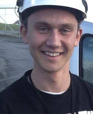 TØMRERFAGET: Tommy Sirnes er lærling hos Saga Bygg.