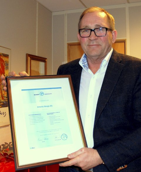 Trond Marthinsen med NHO-sertifikatet.