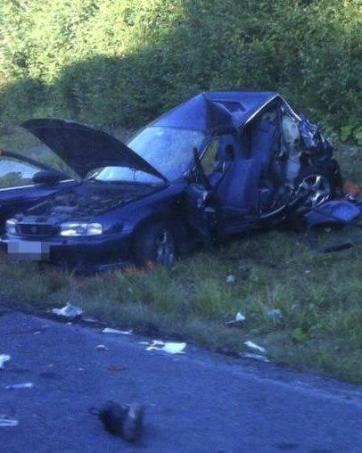 Bilen fikk store skader etter sammenstøtet med lastebilen. Hans Kristian Ålien døde mens hans 22 år gamle kjæreste overlevde, Hun fikk flere brudd i ryggen.