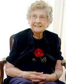 111 år: Cora Hansen, datter av Else Marie Jensdatter Grønnøya og Elling Klasson Skjelbreid. Bildet er tatt på hennes 108-års dag i 2007. Hun er født i Minnesota i 1899.
