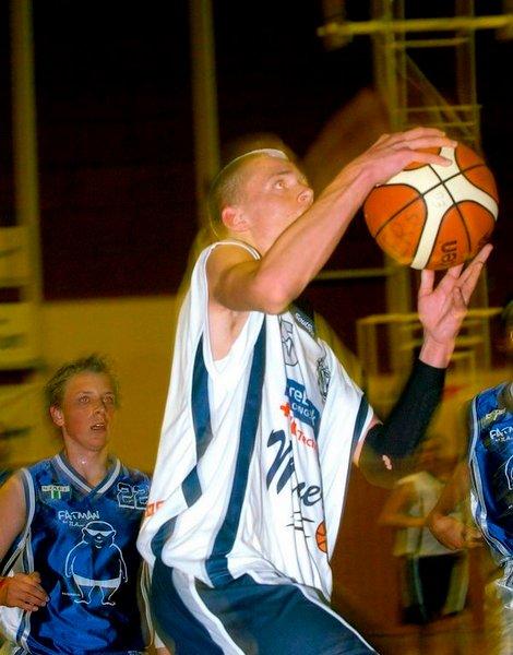 VANT: Christian Seterlund og BK-gutta vant greit over Ammerud i kvartfinalen i NM på hjemmebane. FOTO: OLE JOHN HOSTVEDT