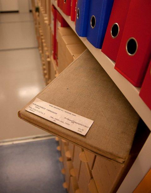 Denne protokollen er av de eldste dokumentene i arkivt. På første side står det: 30. september 1864 ble Herr Alfred Nobel meddelt patent for et tidsrom på 10 år, at glyserin og andre komponenter kan brukes til bjergsprengning og krigsbruk.