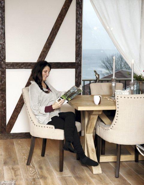 Nye ideer: Licia er glad i interiørmagasiner og blir inspirert av andre flotte hjem, nå gleder hun seg til å snart kunne pynte til jul. Foto: Kamilla Weiglin