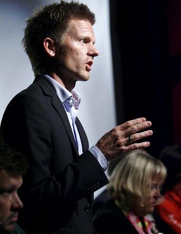 Høyres gruppeleder Tage Pettersen utfordrer den politiske flertallsalliansen med Ap, SV, Rødt og Uavh. til å ta grep for å hindre at underskuddet fortsetter å vokse.