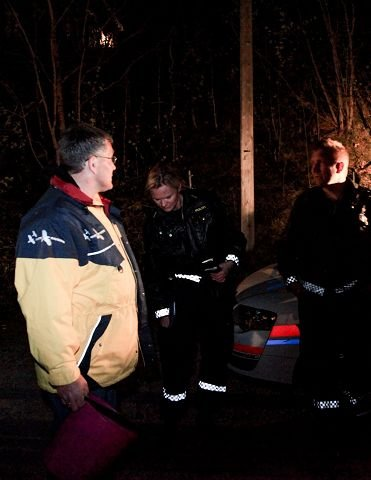 00:21. Natteravn Per Lasse Tronslien får lovnadsord fra politiet for sin innsats.