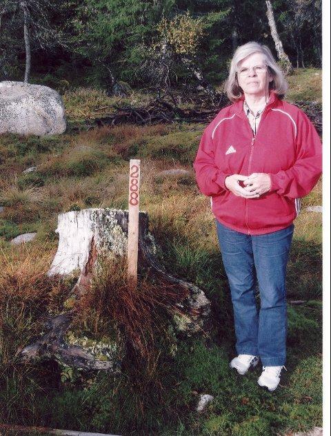 Turid Smeby har ventet på vann- og kloakk utbygging til Grunnåsen hvor hun leier hyttetomt, men eiendomsskatten kom først. Foto: Privat.