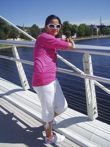 drammensjente: Sharidyn Svebakk-Bøhn, eller Sissi blant venner, var på Utøya for første gang da hun ble drept i skytedramaet. Hjemme i Drammen sørger familie og venner. – Hun var så vidt i gang med livet, skriver moren Vanessa Svebakk og beskriver Sissi som en stolt storesøster til sine to små søstre. – Hun passet alltid godt på dem, sier moren. Foto: Privat