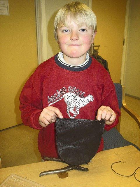 FYRTØYPOSEN: Alvik Aaset med sin fyrtøypose.