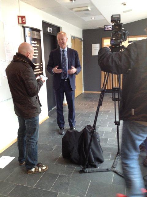 Bobestyrer Tom Hugo Ottesen i samtale med Moss Avis' journalist etter rettsmøtet i Moss tingrett i dag.