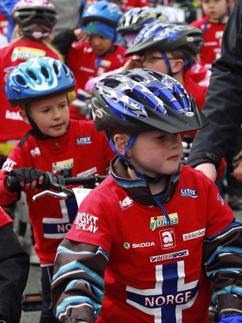 Sykkelglade barn kan samles til Fredsrittet i Nesparken onsdag ettermiddag.