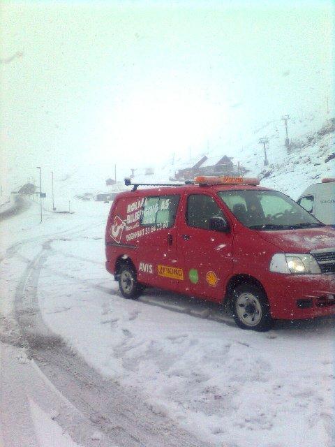 VINTERFØRE: Vinteren kom til Røldal i går. I dag er det igjen gode kjøreforhold.