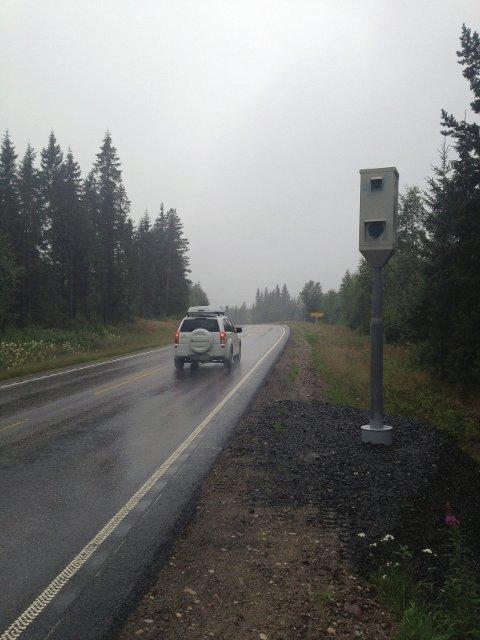 ENIGE: Trygg Trafikk og Vegdirektoratet er enige om at fotobokser med gjennomsnittsmåling (som denne langs Trysilvegen) er et godt virkemiddel for å få hastigheten og antallet alvorlige ulykker ned.