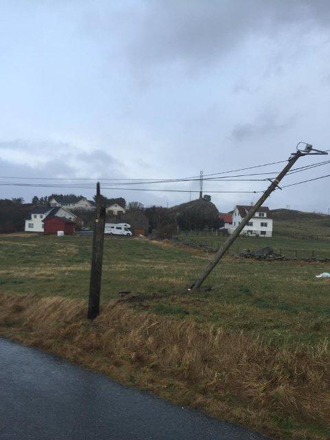 Knekt lyktestolpe på Falnes på Sør-Karmøy.