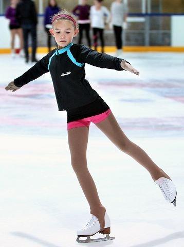 Engla Aldar kan danse med skøyter.