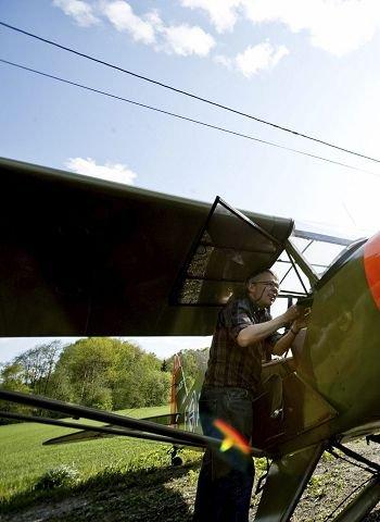 Flyklubben har ikke bare seilfly i parken sin. Her er et fly fra krigens dager.