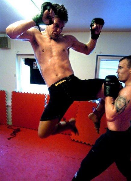 Andreas Lebesby (til venstre) og Jon Ludvigsen trener MMA – også kjent som Free-Fighting. ALLE FOTO: GEIR A. CARLSSON