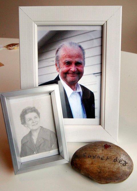 DØDE BRÅTT: – Jeg tenker at bestefar var et så godt menneske at han ble hentet. Det har jeg sagt til mormor også, sier Hanne. Foran står et bilde av hans mor.